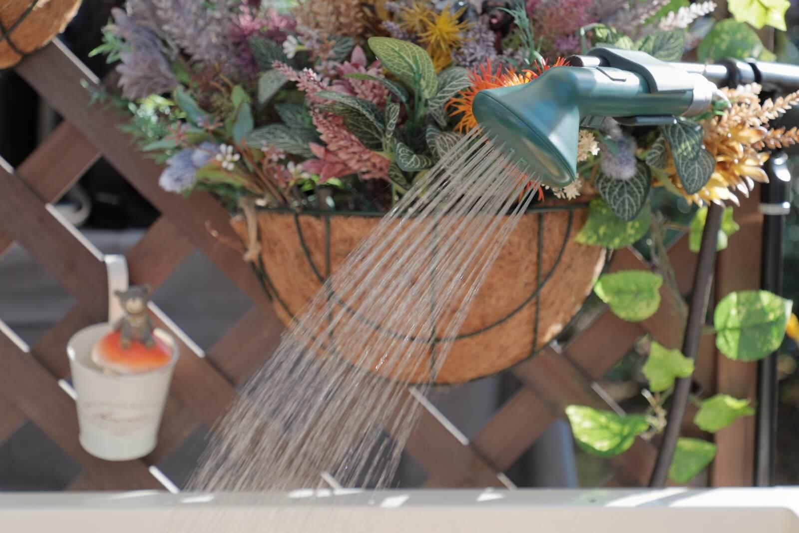 温水シャワーを出すERIFシャワーヘッド